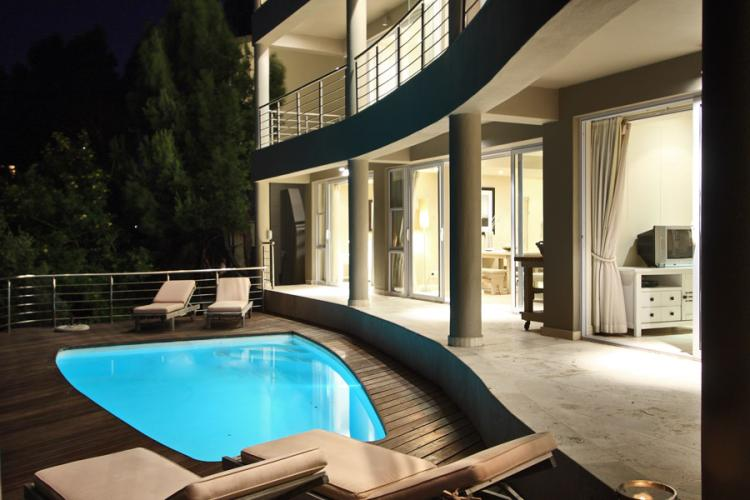 Camps Bay 5 star holiday  villa, with private pool