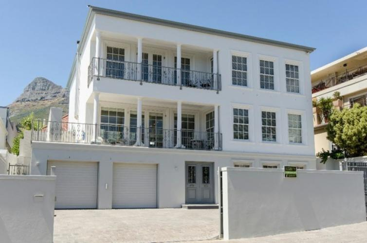 Camps Bay holiday villa, big pool, sleeps 10
