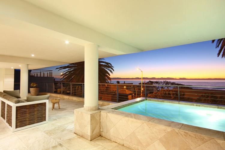 Camps Bay holiday apartment, near beach, family friendly