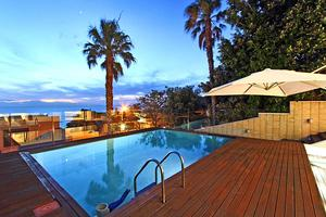 Camps Bay vacation penthouse apartment, near beach