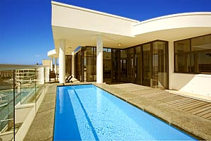 Luxury holiday penthouse apartment in V&A Waterfront, with pool