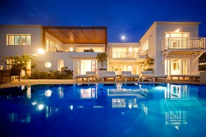 Luxury cape town villas apartments glen beach house for Beach house design cape town